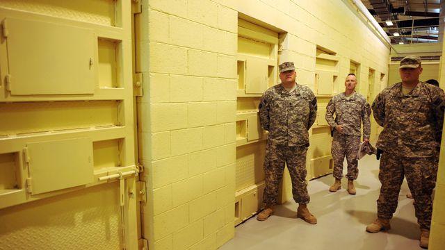 Cellules de prison sur la base américaine de Bagram, Afghanistan, 2009. [Massoud Hossaini - AFP]