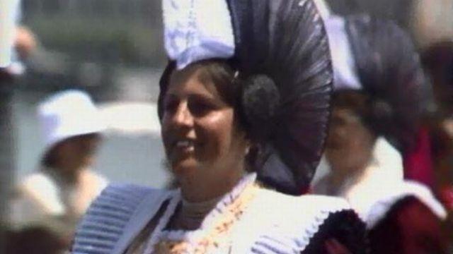 Chaque région de la Suisse a son propre costume traditionnel. [RTS]