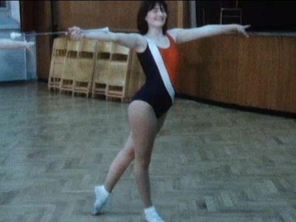 Une jeune pratiquante de twirling en 1986. [RTS]