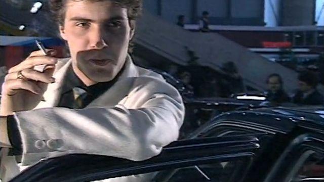 Laurent Deshusses au Salon de l'Automobile dans Vert pomme en 1986. [RTS]