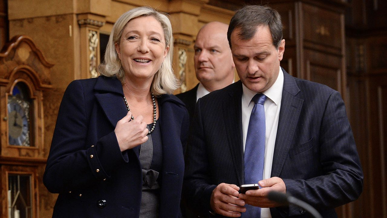 Marine Le Pen à Moscou en 2013 aux côtés du président de la Douma Sergueï Narychkine. [Ramil Sitdikov - RIA Novosti/AFP]