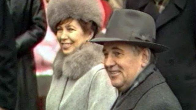 Le président de l'URSS arrive à la mission soviétique de Genève. [RTS]