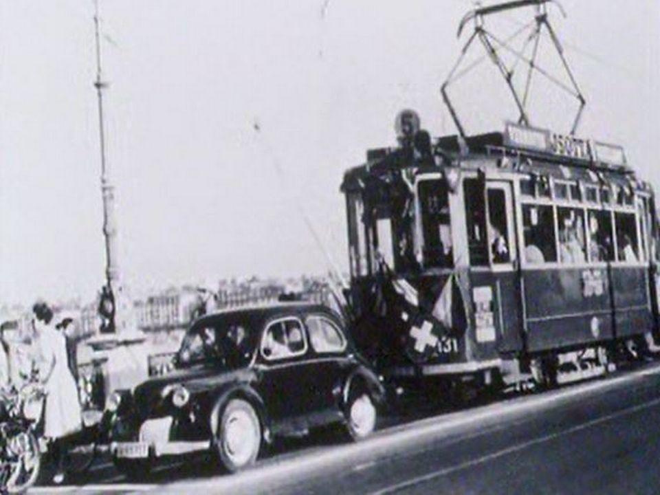 Un tram devenu dangereux et encombrant. Il n'a plus sa place en ville. [RTS]