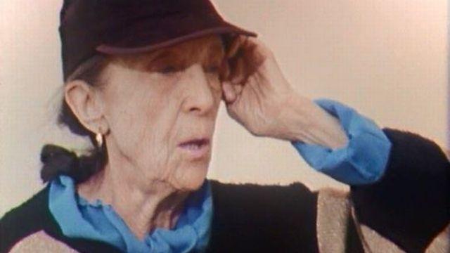 Elle fut une figure majeure de la sculpture. Interview à Zurich. [RTS]