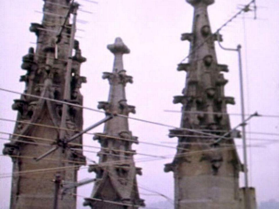 La Cathédrale Saint-Nicolas de Fribourg bientôt libérée de ses antennes.