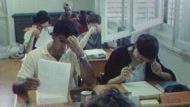 Les examens de maturité à Lausanne en 1984. [RTS]