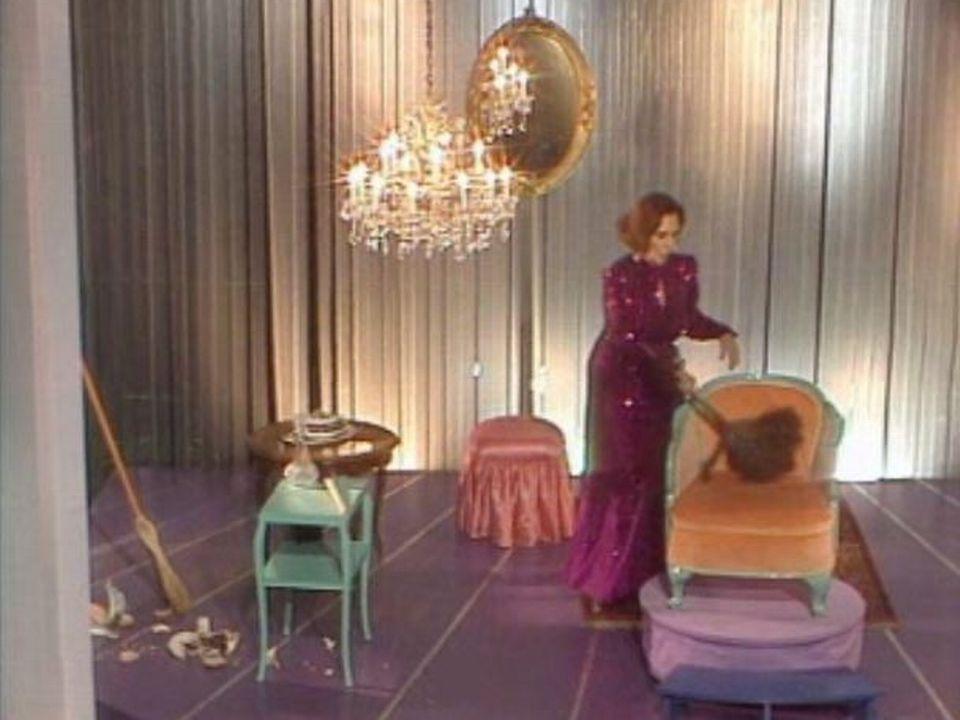 Alice Sapritch invitée de l'émission Sauve qui peut en 1988 fait le ménage sur scène. [RTS]