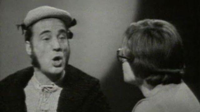 Bernard Haller sollicitant Catherine Charbon pour des conseils pour plaire en 1970. [RTS]
