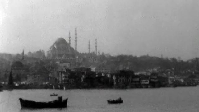 Ce détroit sépare l'Europe de l'Asie. Reportage à Istanbul.
