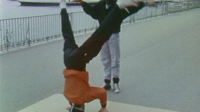 Des danseurs de breakdance à Genève en 1984. [RTS]