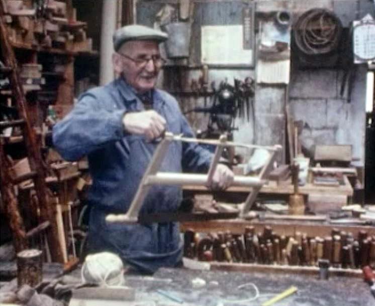 Les outils de bois - rts.ch - Suisse au fil du temps