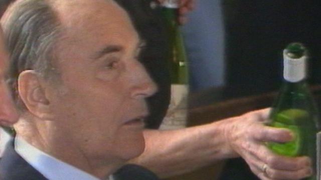 François Mitterrand en visite à Neuchâtel en 1984. [RTS]