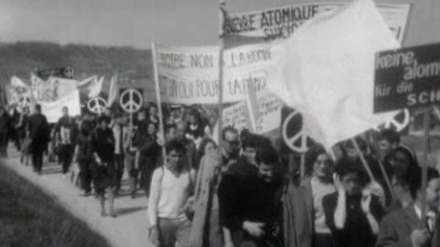 Protester contre la course à l'armement par une marche pacifique.