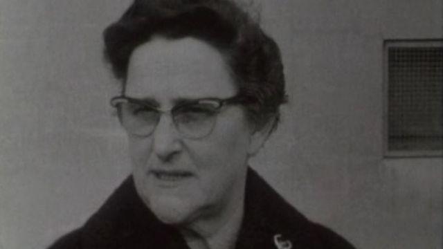 Une ménagère s'interroge sur l'augmentation des produits laitiers en 1968. [RTS]