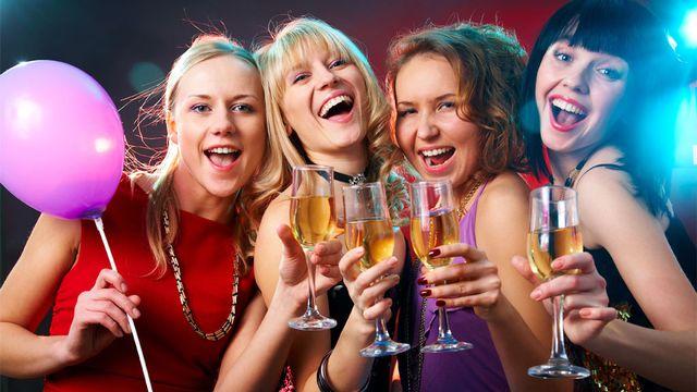 L'alcool fait partie de la fête chez les jeunes. Yanlev Fotolia [Yanlev - Fotolia]