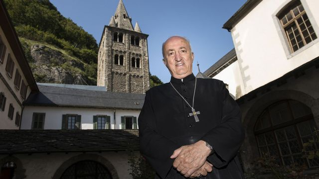 Monseigneur Joseph Roduit célèbre la Messe de la Nuit de Noël. [Jean-Christophe Bott - Keystone]