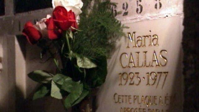 A Paris, une passionné entretient le culte de Maria Callas.