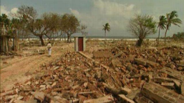 Les côtes du Sri Lanka ravagées par le tsunami de 2004. [RTS]