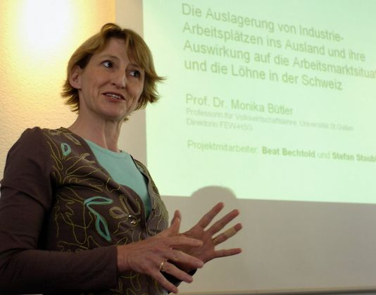 """Monika Bütler estime qu'une """"bombe à retardement"""" menace le système social helvétique. [Lukas Lehmann - Keystone]"""