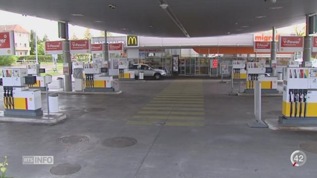 La chute du prix du pétrole a fortement bénéficé aux automobilistes suisses [RTS]