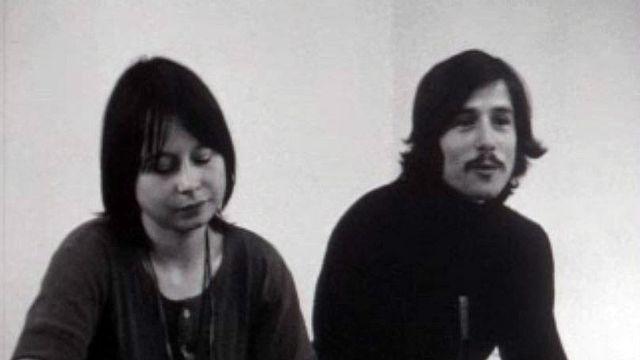 Un jeune couple de hippie refuse de s'aliéner par le travail.