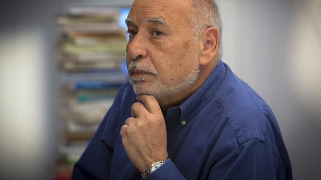 L'auteur Tahar Ben Jelloun sur le plateau de la Puce à l'oreille au Salon du livre 2014. [Philippe Christin - RTS]