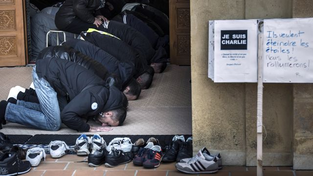 Prière à la Grande mosquée de St-Etienne. [Jean-Philippe Ksjazek - AFP]