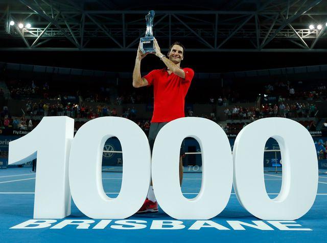 Federer célèbre sa 1000e victoire sur le circuit professionnel, 17 ans après son premier succès. [Jason Reed  - Reuters]