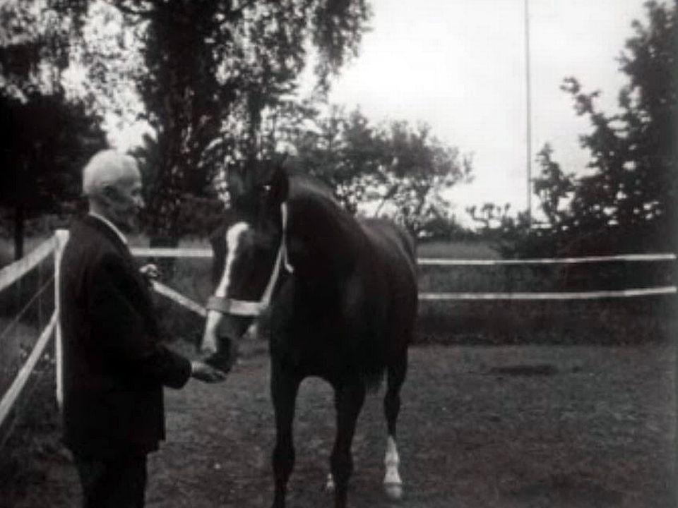 Henri Guisan, cavalier émérite qui a toujours aimé les chevaux.