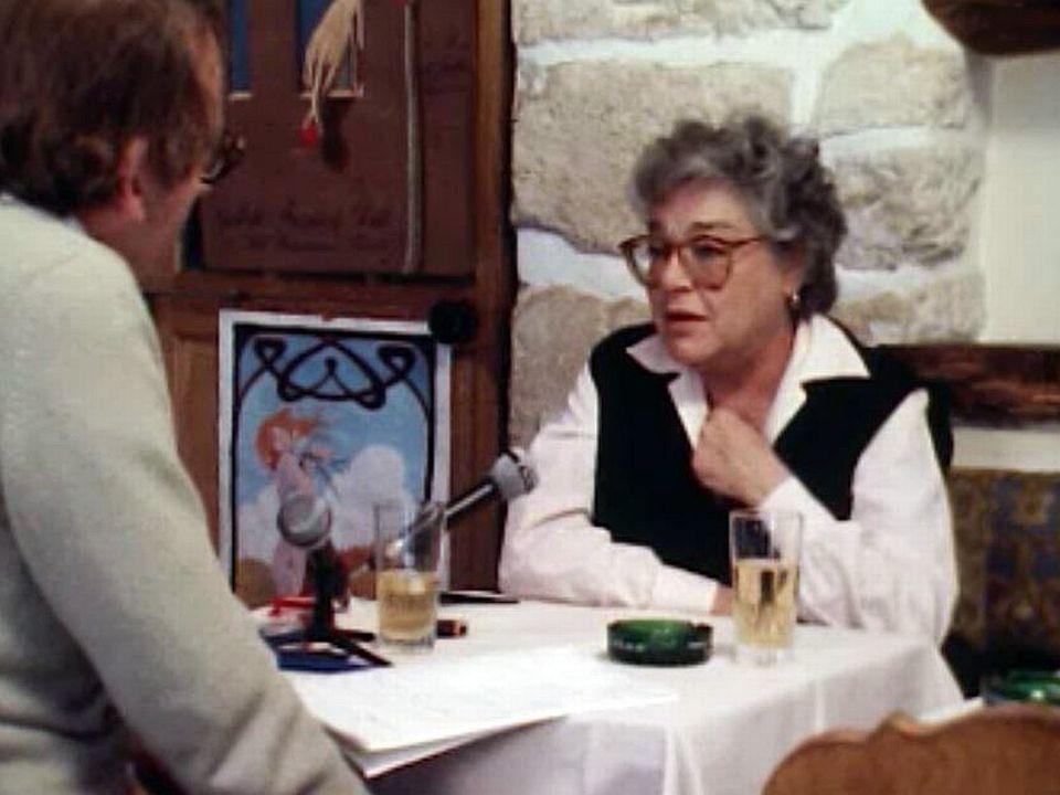 Confidences de Simone Signoret dans un café parisien.