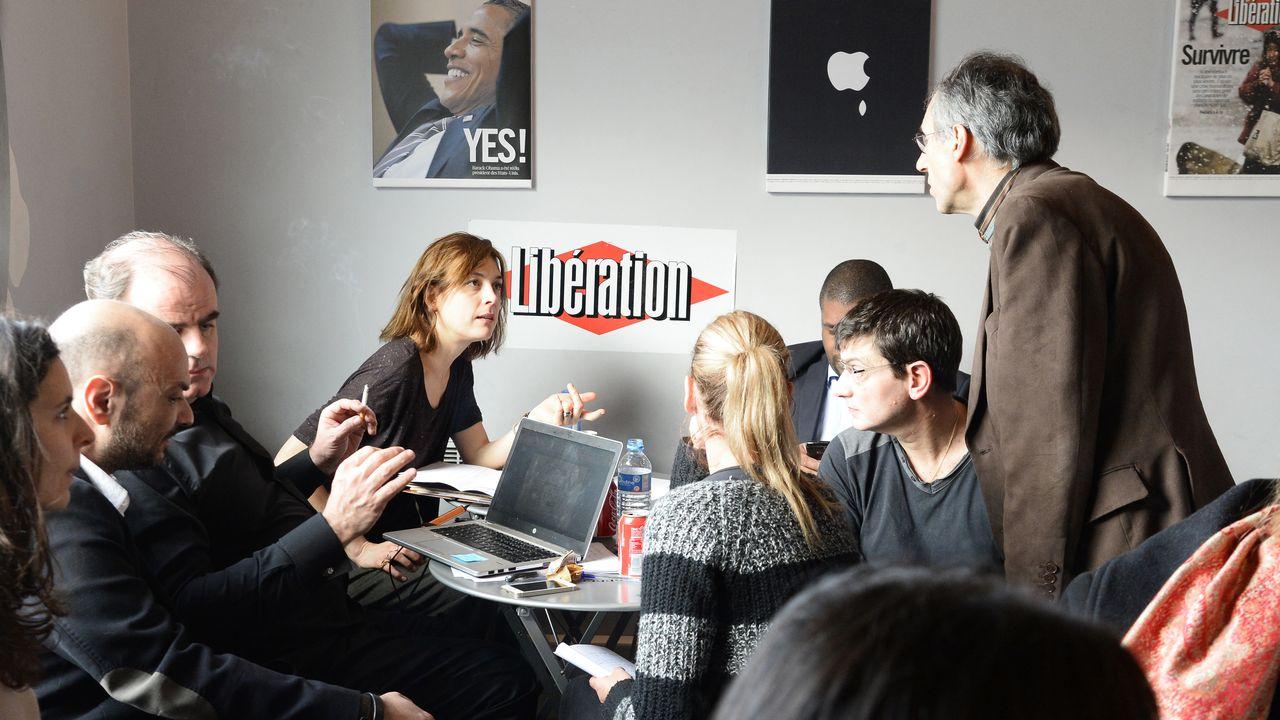 La rédaction de Charlie Hebdo, hébergée par Libération, se remet au travail le vendredi 9 janvier 2015 pour sortir le numéro de mercredi qui sera imprimé à 3 millions d'exemplaires. [P PHOTO / BERTRAND GUAY]