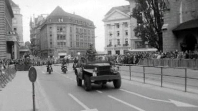 A Lausanne, les troupes se présentent en tenue de combat.