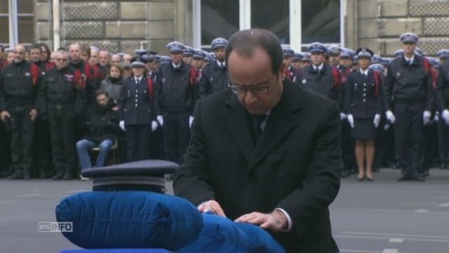 Cérémonie d'hommage aux policiers tués dans les attaques parisiennes [RTS]