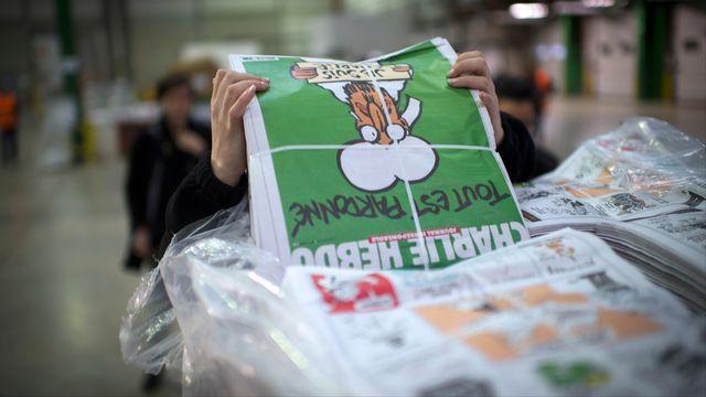 Le prophète Mohamet figure en Une de l'édition spéciale de Charlie Hebdo. [Martin Bureau - AFP]