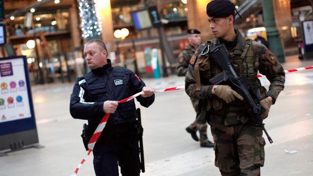 """Le Premier ministre français, Manuel Valls, a reconnu des """"failles"""" dans le renseignement après les attaques terroristes à Paris. [Thibault Camus - AP Photo - Keystone]"""