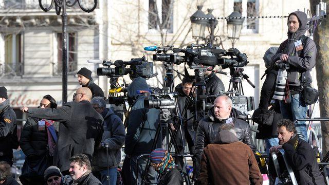 Les médias en attente de la marche républicaine en mémoire des victimes de l'attaque terroriste. [Eric Beracassat - AFP]