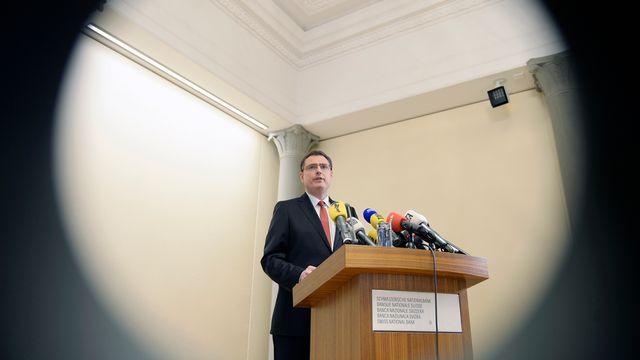 Le directeur de la BNS Thomas Jordan estime que l'économie ne doit pas surrégir à la décision d'abolir le taux plancher entre le franc suisse et l'euro. [Walter Bieri - Keystone]