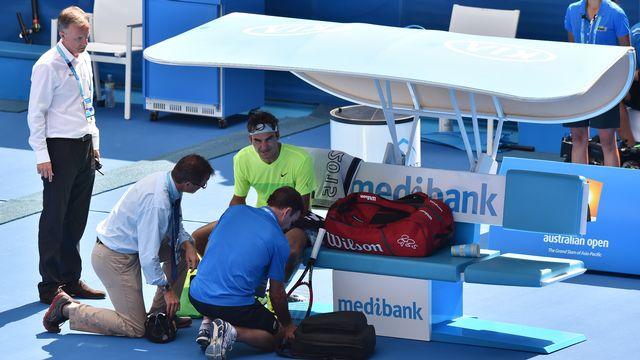 """Federer: """"Je n'ai pas perdu le 1er set à cause de ça (son doigt)"""". [Paul Crock - AFP]"""