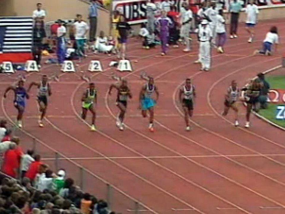 L'Américain place la barre à 9 secondes 85 à Athletissima en 1994.