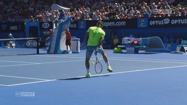 3e tour, Federer - Seppi (4-6, 6-5): petite spécialité de Federer: le coup entre les jambes [RTS]