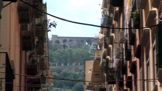 Voir Naples et mourir, dit l'adage: à vérifier avec Dolce Vita.