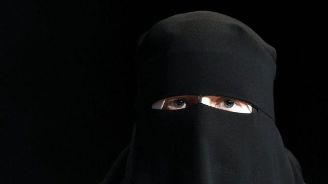 Les deux tiers des Suisses souhaitent une interdiction de la burqa dans les lieux publics. [Alessandro Della Bella - Keystone]