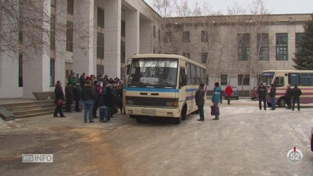 Ukraine: la ville de Svitlodarsk est bombardée par les rebelles [RTS]