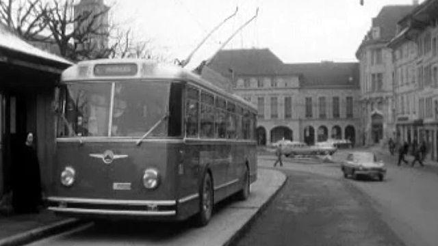 Fini les trams, place aux trolleybus en ville de Fribourg.