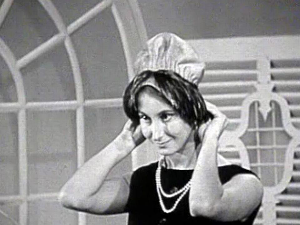 Dans les années 50, l'élégance passe par le chapeau.
