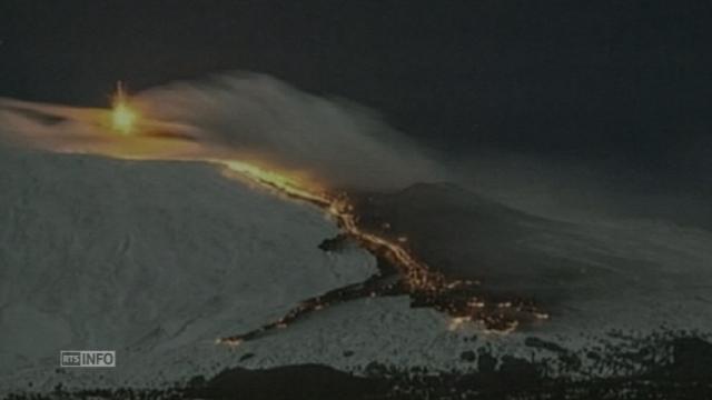 """Extraordinaires images de l'Etna en """"éruption hivernale"""" [RTS]"""