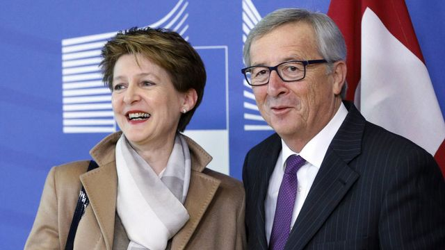 Simonetta Sommaruga et Jean-Claude Juncker ce lundi après-midi à Bruxelles. [Olivier Hoslet - EPA/Keystone]
