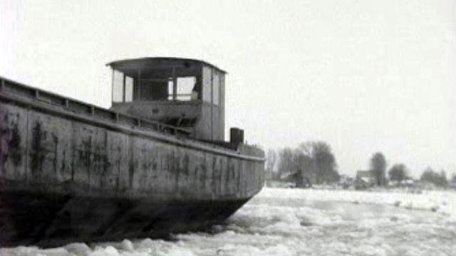 Les rives du lac de Neuchâtel sont gelées, comme au Pole Nord!