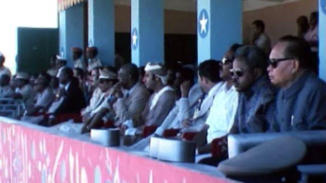 Défilé à Mogadiscio sous l'oeil des conseillers soviétiques.