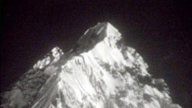 Une équipe d'alpinistes suisses a ouvert le chemin de l'Everest.
